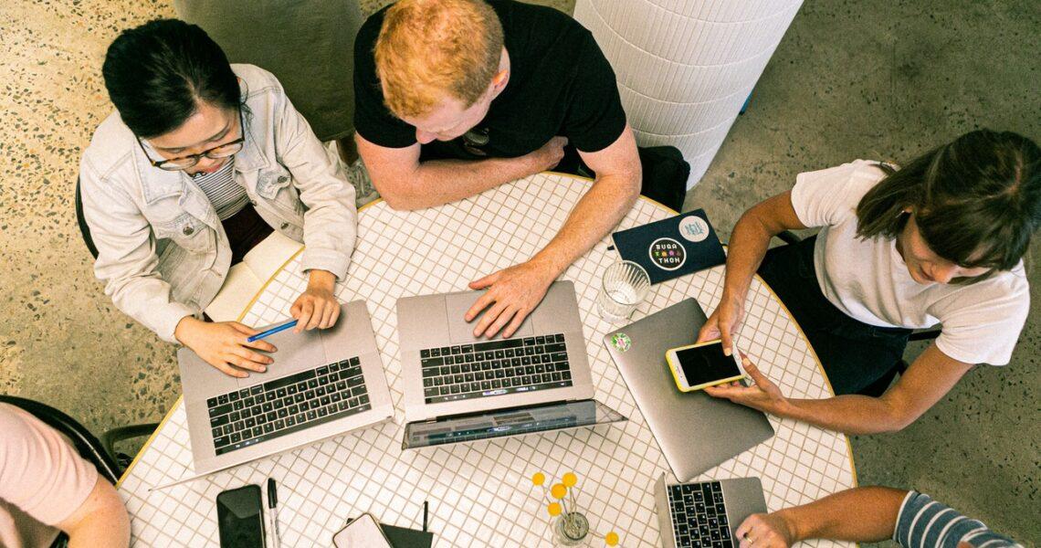 Trabalhar com marketing é uma boa opção de carreira? (Foto de Canva Studio no Pexels)